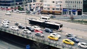 Cuánto cuesta el coche y el transporte público en la ciudad