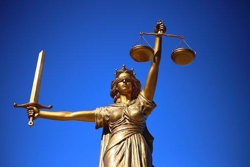 """La justicia """"legal"""" es ciega. No es como un principio"""