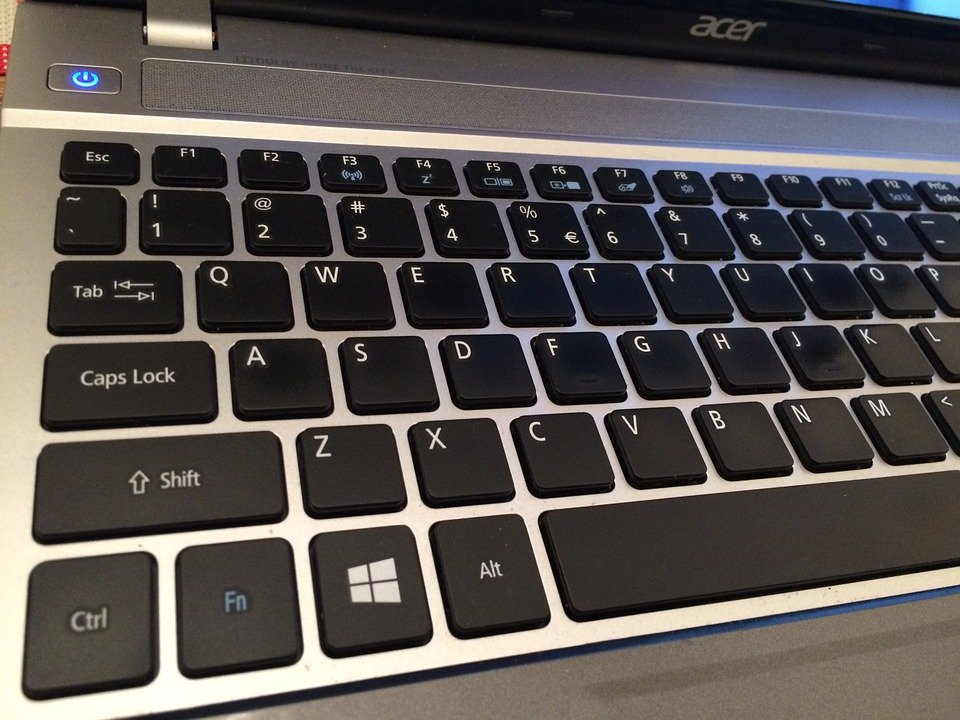 Teclado de un ordenador portatil, con disposición QWERTY