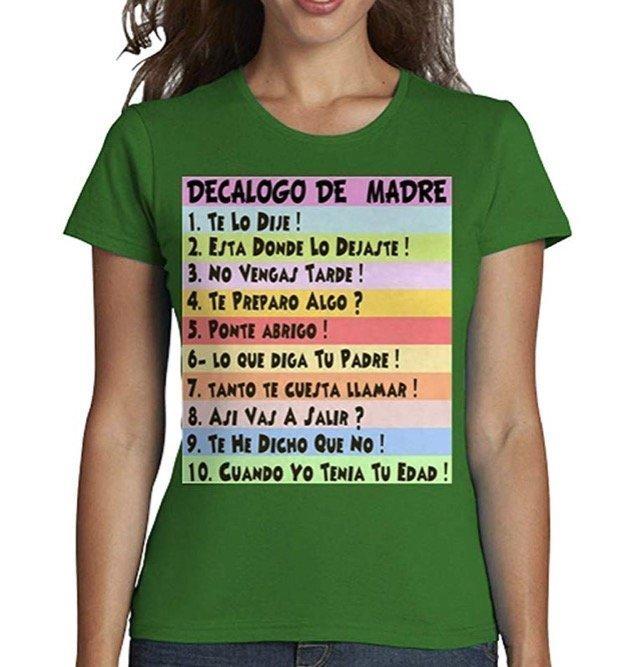 Decálogo de madre impreso en una camiseta