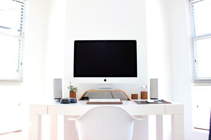 Un escritorio ordenado, limpio y efectivo